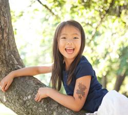 girl_in_Tree_250